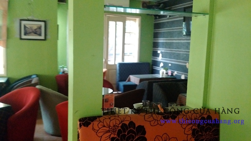 Không gian của quán cũ kỹ không mang lại cảm giác thoải mái cho khách hàng.