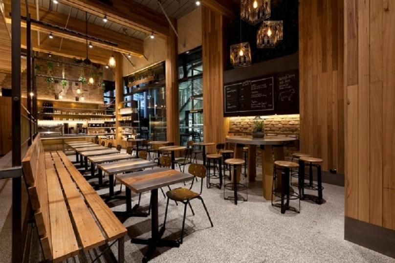 Một góc không gian quán được dùng gỗ làm vật liệu thiết kế chủ đạo
