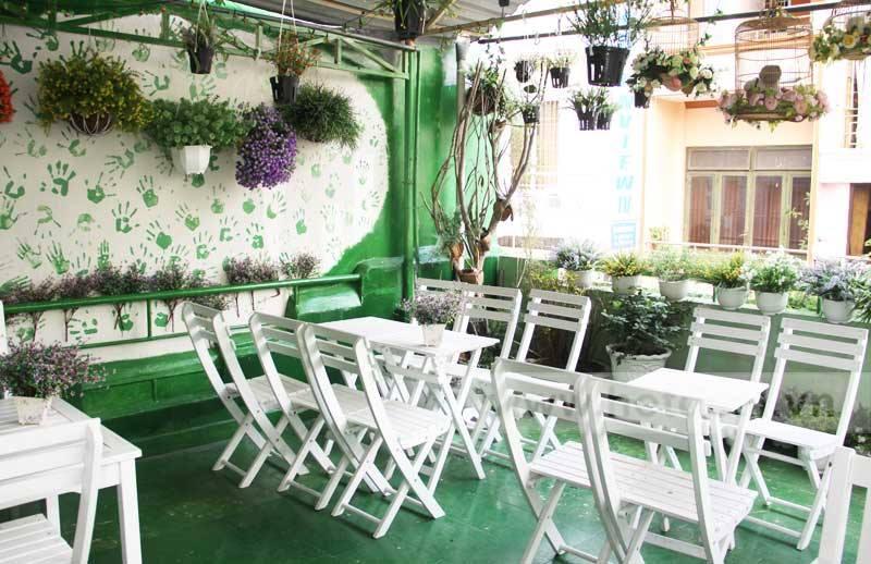 Tuyệt chiêu trang trí quán bằng hoa ảnh 5