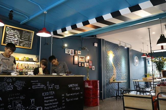 đèn trang trí quán cafe container 2