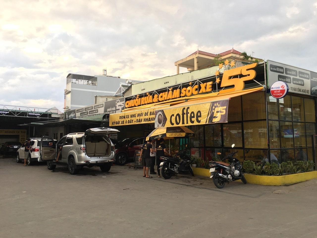 mo-hinh-quan-cafe-rua-xe-01-min